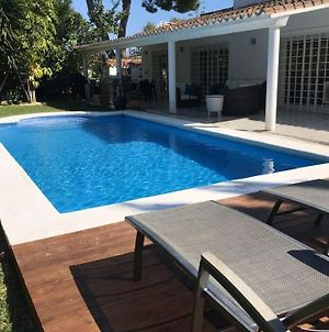 Artola Villa Sleeps 7 With Pool Air Con And Wifi photos Exterior