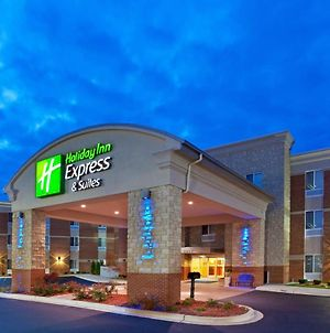 Holiday Inn Express Hotel & Suites Auburn Hills photos Exterior