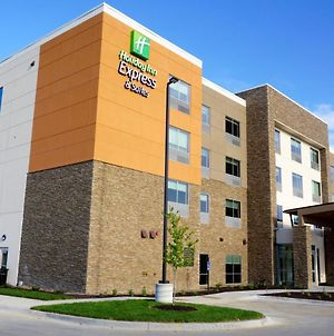 Holiday Inn Express & Suites Omaha - Millard Area, An Ihg Hotel photos Exterior