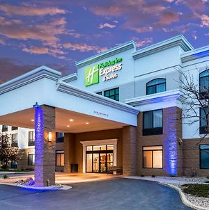 Holiday Inn Express & Suites Cedar Falls - Waterloo, An Ihg Hotel photos Exterior