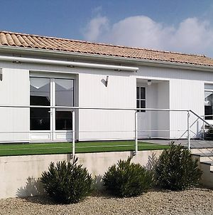 Nice Home In L'Aiguillon Sur Mer W/ 2 Bedrooms photos Exterior
