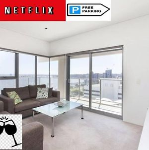 Sky Garden Sunset River View Netflix Wine Parking photos Exterior