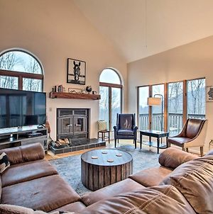 Large Hillside Home With Spacious Deck And Game Room! photos Exterior