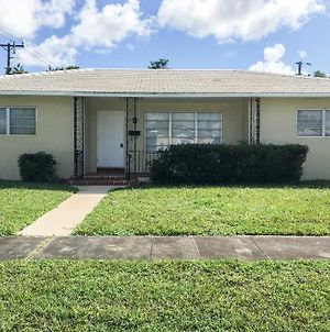 Family-Friendly Miami Home ~8 Mi To Beaches! photos Exterior