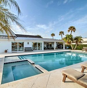 Lavish Vero Beach Escape With Hot Tub And Dock! photos Exterior