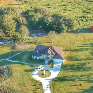 Ranch Home In A 100 Acre Farm photos Exterior