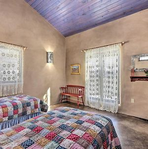 Eclectic Cabin With Kiva, 11 Mi To Taos Ski! photos Exterior