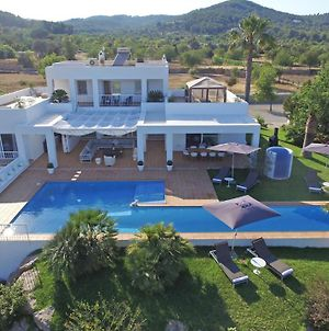 Montecristo Villa Sleeps 14 With Pool Air Con And Wifi photos Exterior