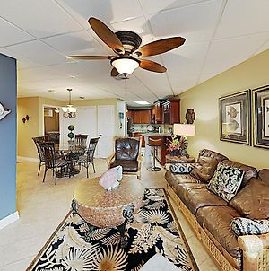 New Listing! All-Suite Escape With Pool & Hot Tub Condo photos Exterior