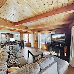 Expansive Haven With Fireplaces & Epic Game Room Home photos Exterior