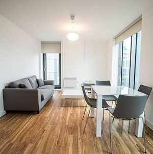 Large And Modern 2 Bedroom Flat With City Views photos Exterior