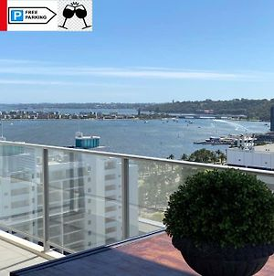 Sky Gardens Sunset River View Netflix Wine Parking photos Exterior