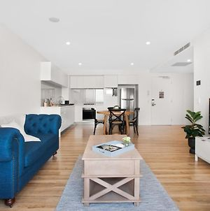 Convenient Location And Beautiful Views In Surfers photos Exterior