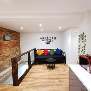 5 Sleeps With Kids Play Area And Travel Cot- 5 People And A Baby Max Or 2 Households photos Exterior