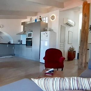 Apartment With 2 Bedrooms In L'Ile Rousse With Wonderful Sea View Furnished Terrace And Wifi 50 M From The Beach photos Exterior