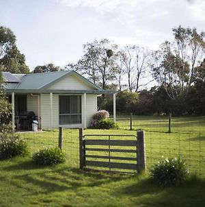 Woongara Cottage - Pet Friendly Country Retreat photos Exterior