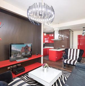 Northern Avenue 2 Bedroom Luxury Apartment With Balcony View,Small Center. photos Exterior