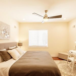 Stylish 4 Bedroom Townhome With Jacuzzi photos Exterior