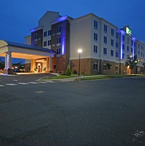 Holiday Inn Express & Suites Charlotte North, An Ihg Hotel photos Exterior