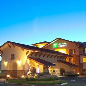 Holiday Inn Express Turlock photos Exterior