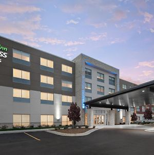 Holiday Inn Express & Suites - Elkhorn - Lake Geneva Area, An Ihg Hotel photos Exterior