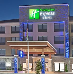 Holiday Inn Express & Suites Uniontown photos Exterior