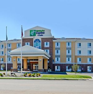 Holiday Inn Express And Suites Williston photos Exterior