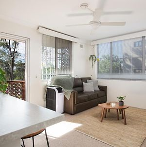Homey Apartment With Balcony Near Centennial Park photos Exterior