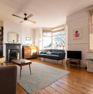 Airy And Tasteful 3 Bedroom Apartment In Five Ways Area photos Exterior