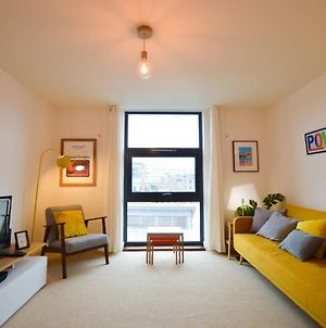 Central 1 Bedroom Harbourside Flat With River Views photos Exterior