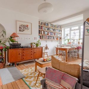 Stylish Arty Apartment In Hackney photos Exterior