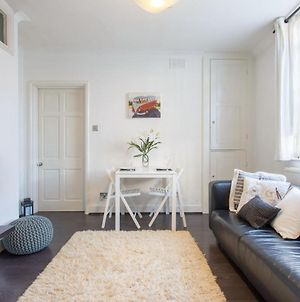 Spacious 1Bed Apart In Stepney Green - Zone 2 photos Exterior