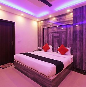 Goroomgo Hotel Luxury New Delhi photos Exterior