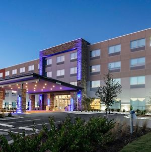 Holiday Inn Express & Suites Wilmington West - Medical Park photos Exterior