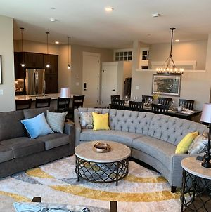 Free Activities Daily, Wifi & Shuttle - New Downtown Luxury Condo #406 Near Resort With Pool Sized Hot Tub photos Exterior