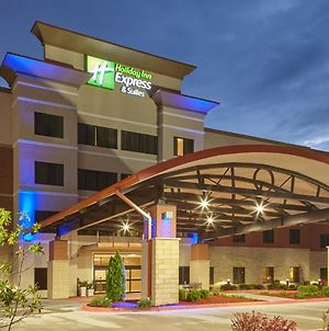 Holiday Inn Exp Suites Univ Area - Hwy63 photos Exterior