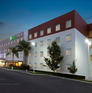 Holiday Inn Express & Suites Irapuato photos Exterior