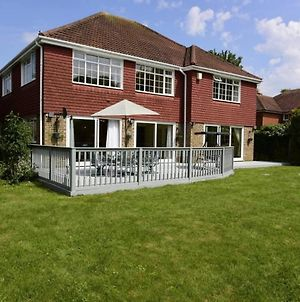 Inviting 7-Bed House With Sea Views In Hythe. photos Exterior