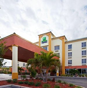 Holiday Inn Express Hotel & Suites Cocoa Beach, An Ihg Hotel photos Exterior