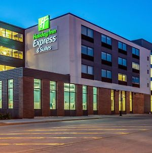 Holiday Inn Express & Suites Platteville photos Exterior