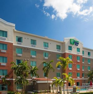 Holiday Inn Express Hotel & Suites Pembroke Pines Sheridan Street, An Ihg Hotel photos Exterior