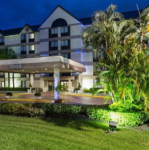 Holiday Inn Express Fort Lauderdale North - Executive Airport, An Ihg Hotel photos Exterior