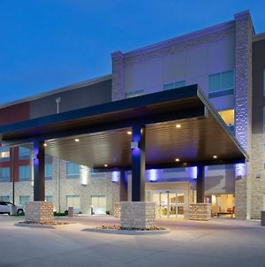 Holiday Inn Express & Suites Great Bend, An Ihg Hotel photos Exterior