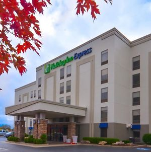 Holiday Inn Express & Suites Fayetteville University Of Arkansas Area, An Ihg Hotel photos Exterior