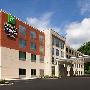 Holiday Inn Express & Suites North Brunswick photos Exterior