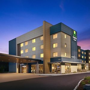 Holiday Inn Exp & Sts Portland Airport -Cascade St photos Exterior