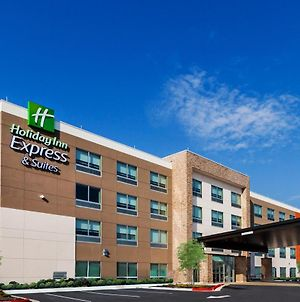 Holiday Inn Express Chanute photos Exterior