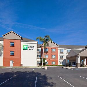 Holiday Inn Express & Suites - Tulare, An Ihg Hotel photos Exterior