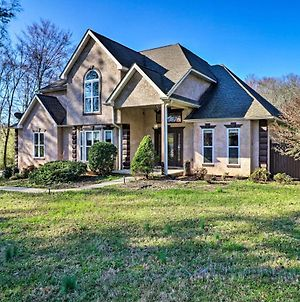Spacious Stockbridge Manor, Great For Groups! photos Exterior