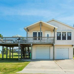 Cute Jamaica Beach Gem With Huge Deck And Pup Friendly Fence photos Exterior